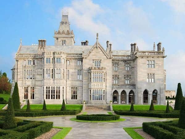 hero-stay-in-irish-castle-mod
